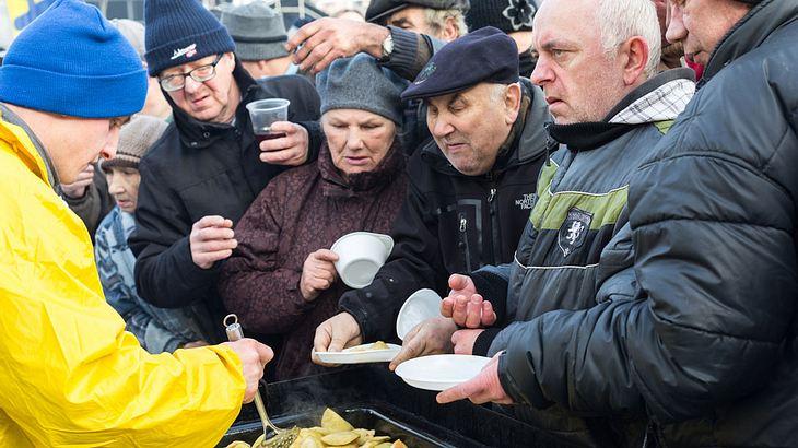 Tafel in Essen bedient nur noch Deutsche - so äußert sich der Bundesvorsitzende