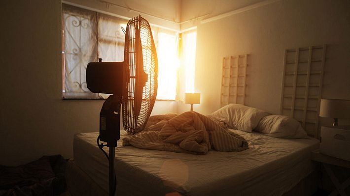 Trotz Hitze: Diese 10 genialen Tipps helfen beim Einschlafen - Foto: iStock / brazzo