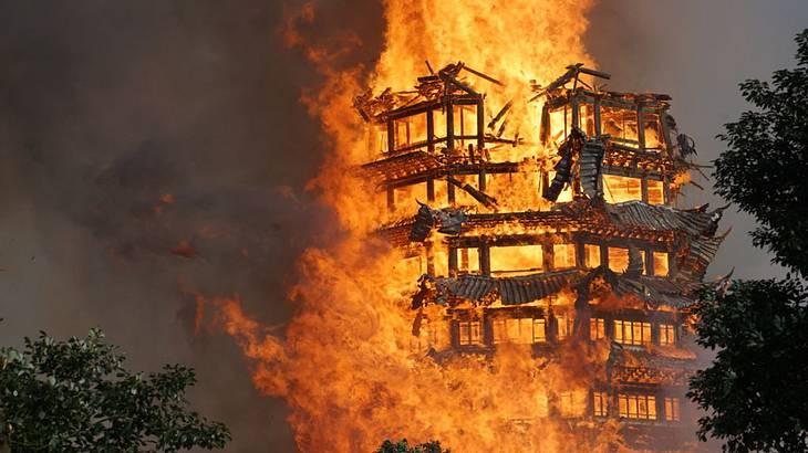Die größte Holzpagode Asiens ist abgebrannt