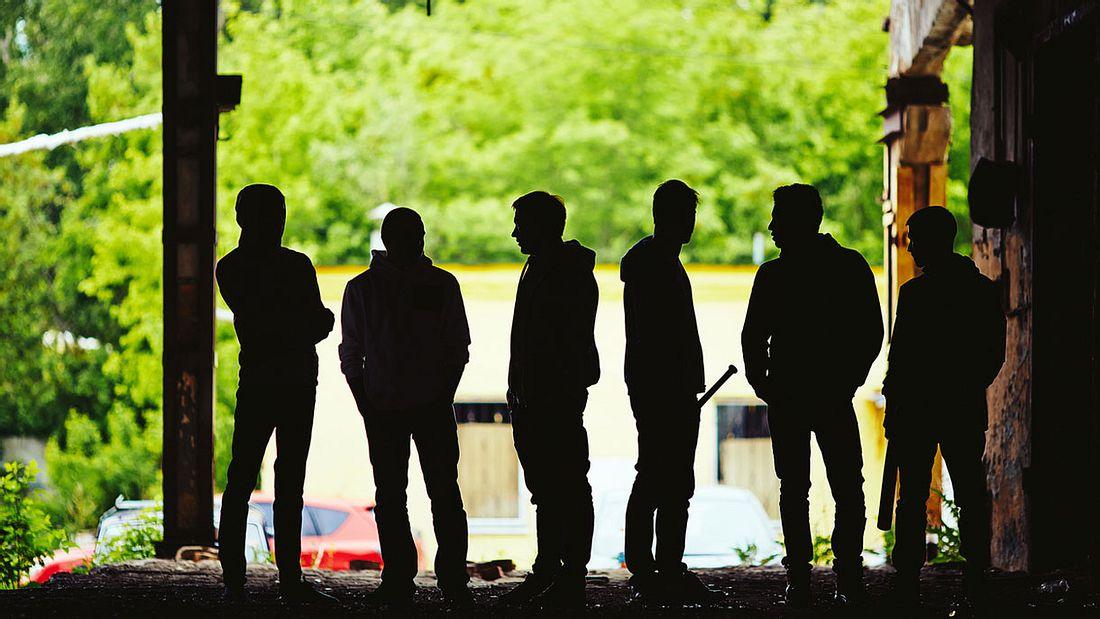 Eine Gruppe bewaffneter Männer