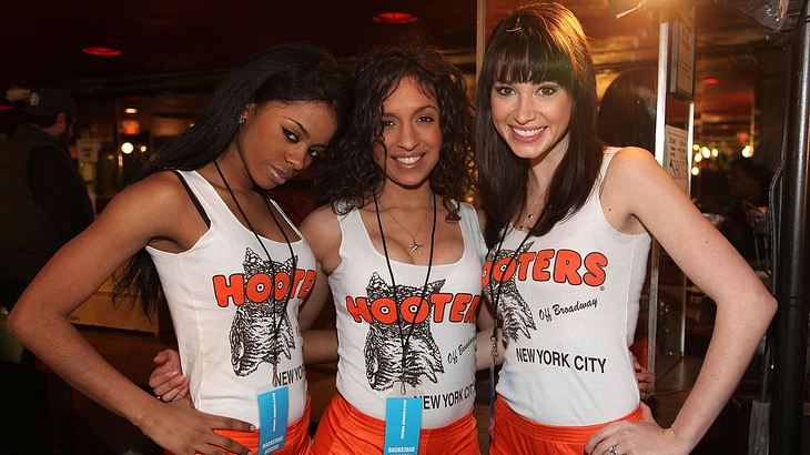 Hooters-Gilrs