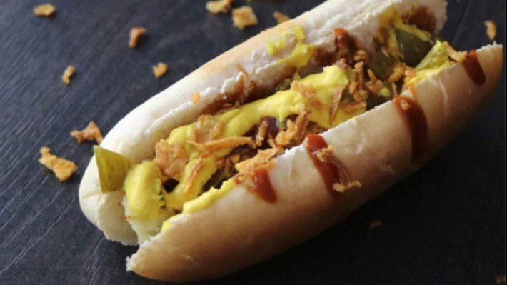 Rezept: Hotdog-Spieß mit Bacon und Halloumi