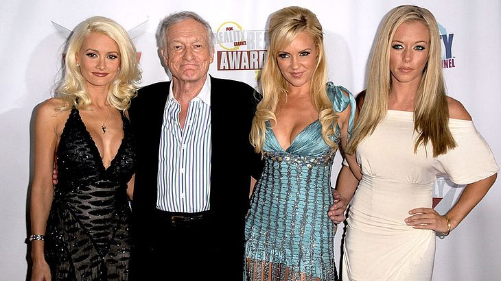 Hugh Hefner mit Holly Madison, Bridget Marquardt und Kendra Wilkinson