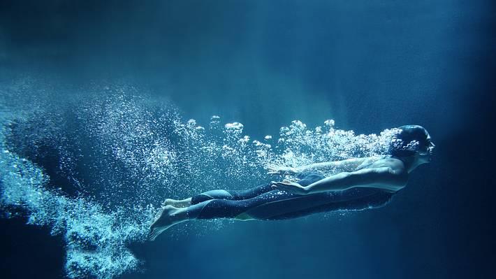 Weltrekord! Frau taucht mit einem Atemzug 165 Meter weit