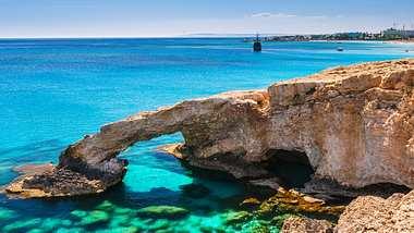 Corona: Zypern will Reisekosten im Fall einer Ansteckung erstatten