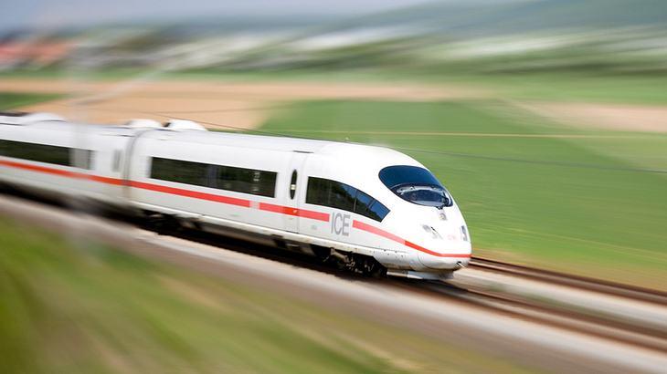 Der ICE-3 fährt von München nach Berlin