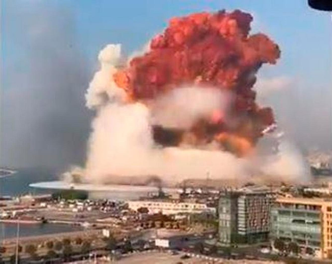 Eine massive Explosion erschüttert Beirut