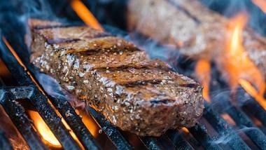 Sirloin-Steak grillen: So gelingt das noble Fleisch auf dem Grill