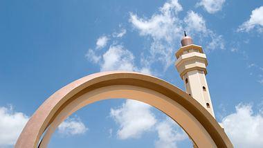 Aus Versehen: Imam heiratet einen Mann