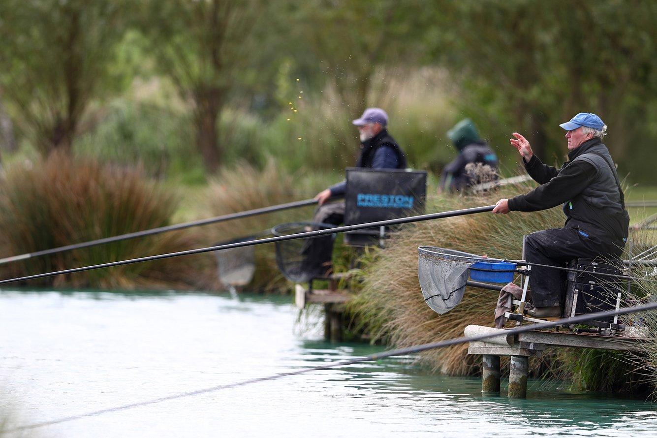 Angler am Wasser