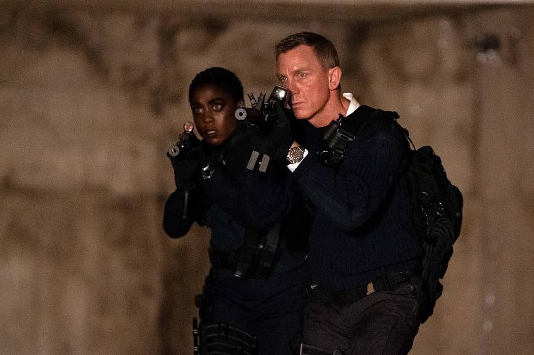Nomi und James Bond