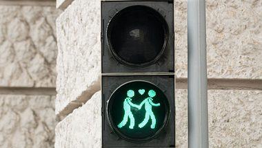 Deutsche Großstadt bekommt homosexuelle Ampelmännchen