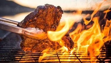 Die beste Grillzange für das perfekte Steak