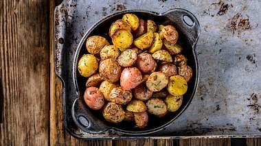 Mit diesen Tricks werden Bratkartoffeln schön knusprig - Foto: iStock / 4kodiak