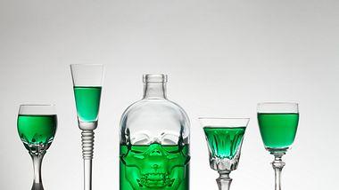 Absinth kaufen: Die grüne Fee und das beste Zubehör