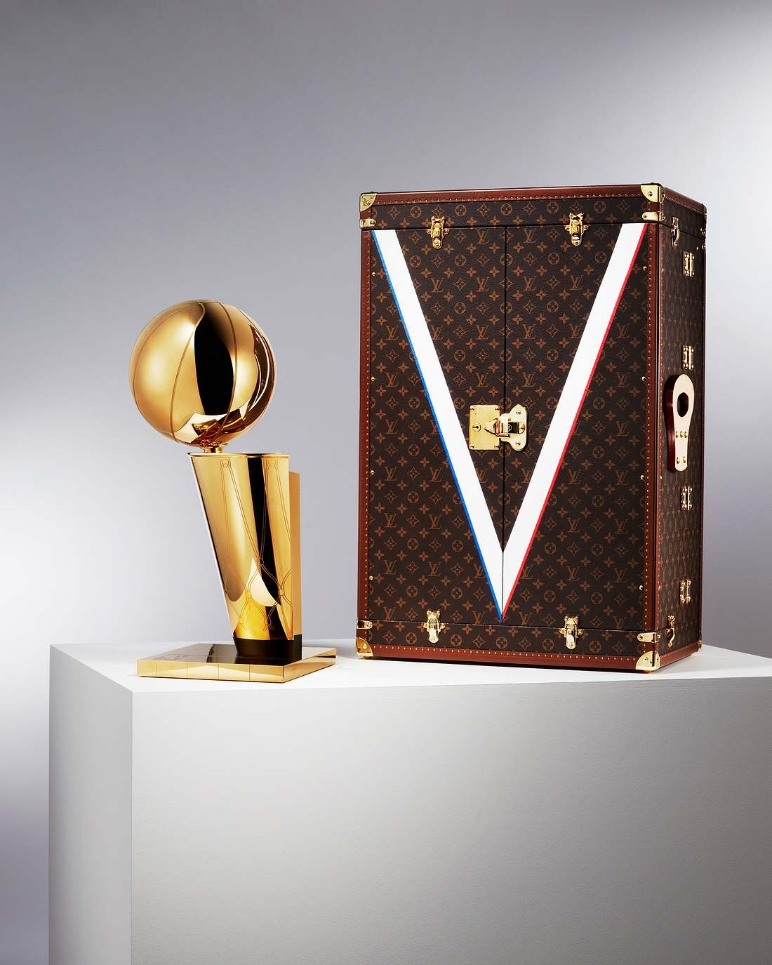 Louis Vuitton spendiert der NBA-Trophäe einen Luxus-Koffer