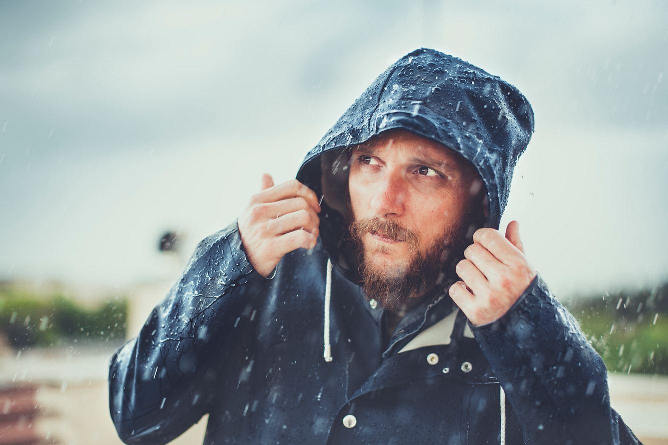 Geschützt vor Wind und Wetter: die besten Regenmäntel