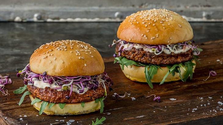 Burger aus Insekten! Der Schweizer Supermarkt Coop verkauft Mehlwurm-Produkte von Essento