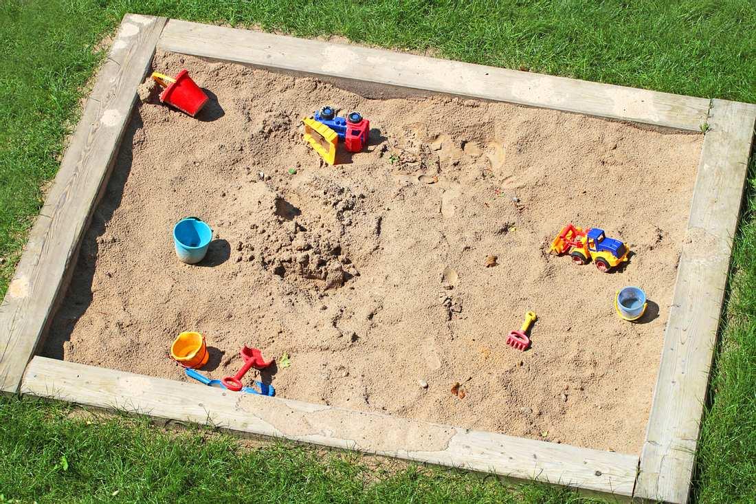 Mit einem Sandkasten aus Holz schonst du die Umwelt.
