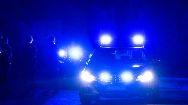 Polizei-Autos mit Blaulicht - Foto: iStock/deepblue4you