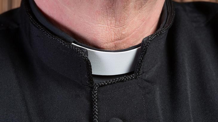 Pfarrer verprasst Geld für Luxus, Drogen und Callboys