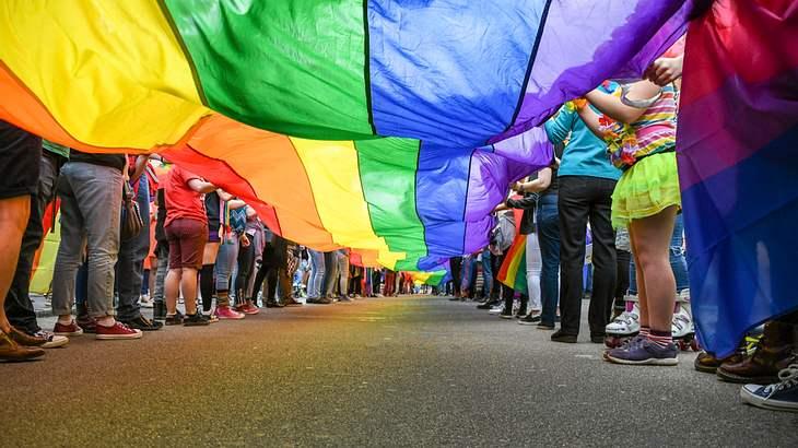 Homosexuelle Ehepaare dürfen nun Kinder adoptieren