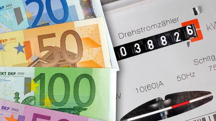 Geldscheine und Stromzähler - Foto: iStock/filmfoto