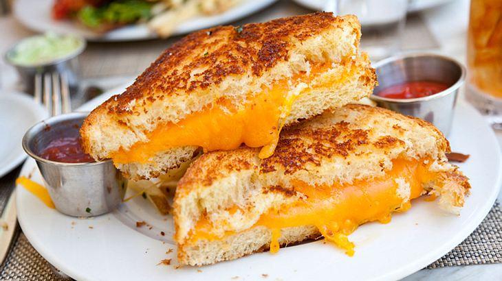 3 Anti-Kater-Hacks für Grilled Cheese Sandwiches