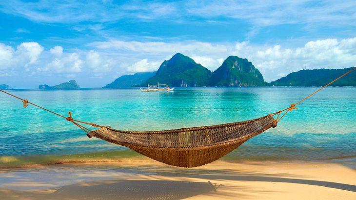 Am Strand in der Hängematte chillen: bestes Leben!