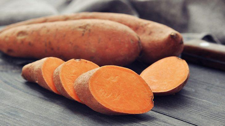 Mit diesen 3 Hacks machst du aus Süßkartoffeln Power-Toasts