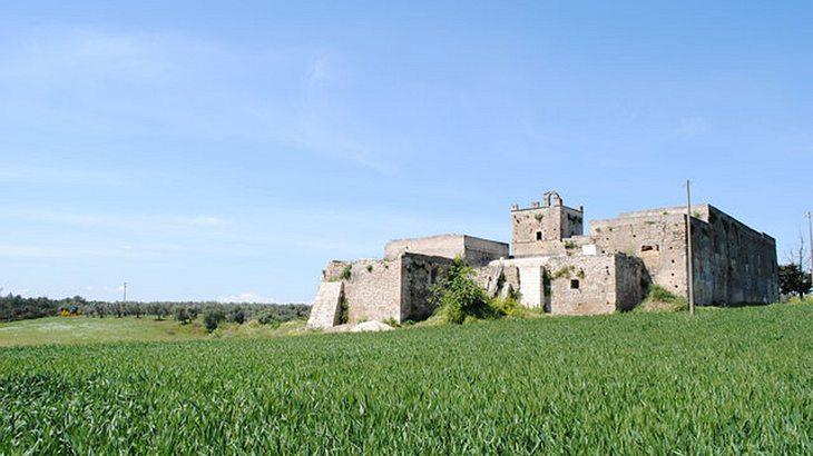 Wie wäre es mit einer kostenlosen Burg in Italien?