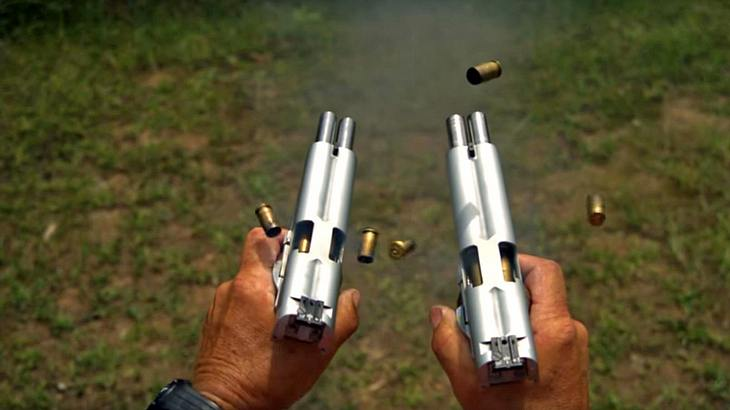 Jerry Miculek feuert 20 Kugeln in unter 1.5 Sekunden ab