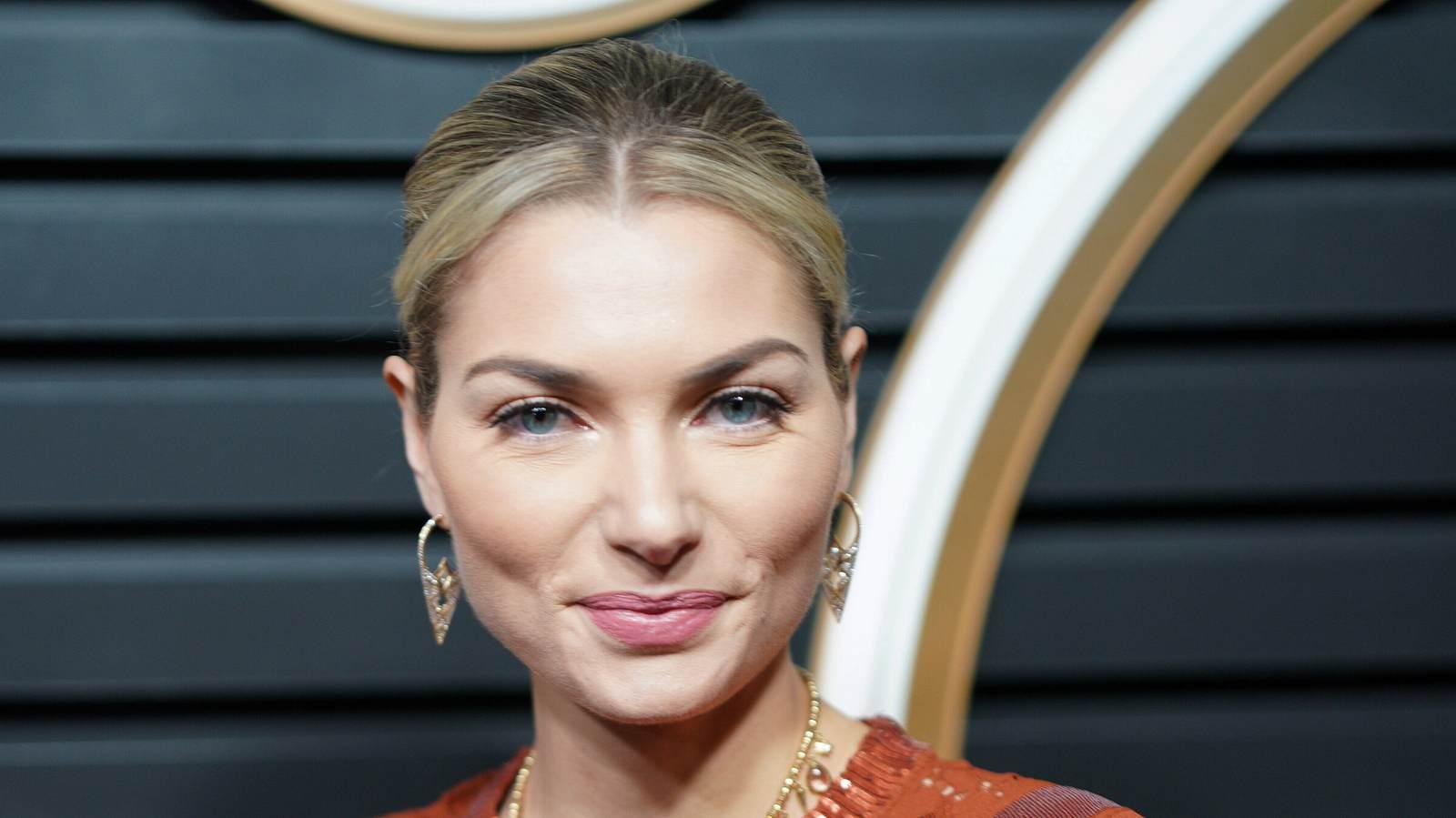 Nackt Antonia Hemmer  sucht Nacktmodel