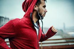 Mann beim Joggen - Foto: Getty Images / Geber86
