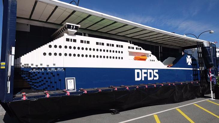 Die dänische Großreederei DFDS hat mit der Jubilee Seaways das größte LEGO-Schiff der Welt gebaut