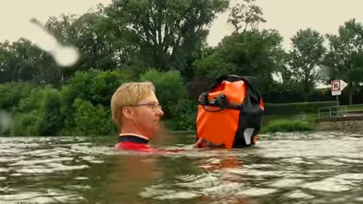 Diese Frau schwimmt täglich durch den Main, um zur Arbeit zu kommen