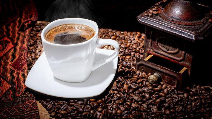 Eine Tasse heißer Kaffee - Foto: iStock / Iwona Wozniak