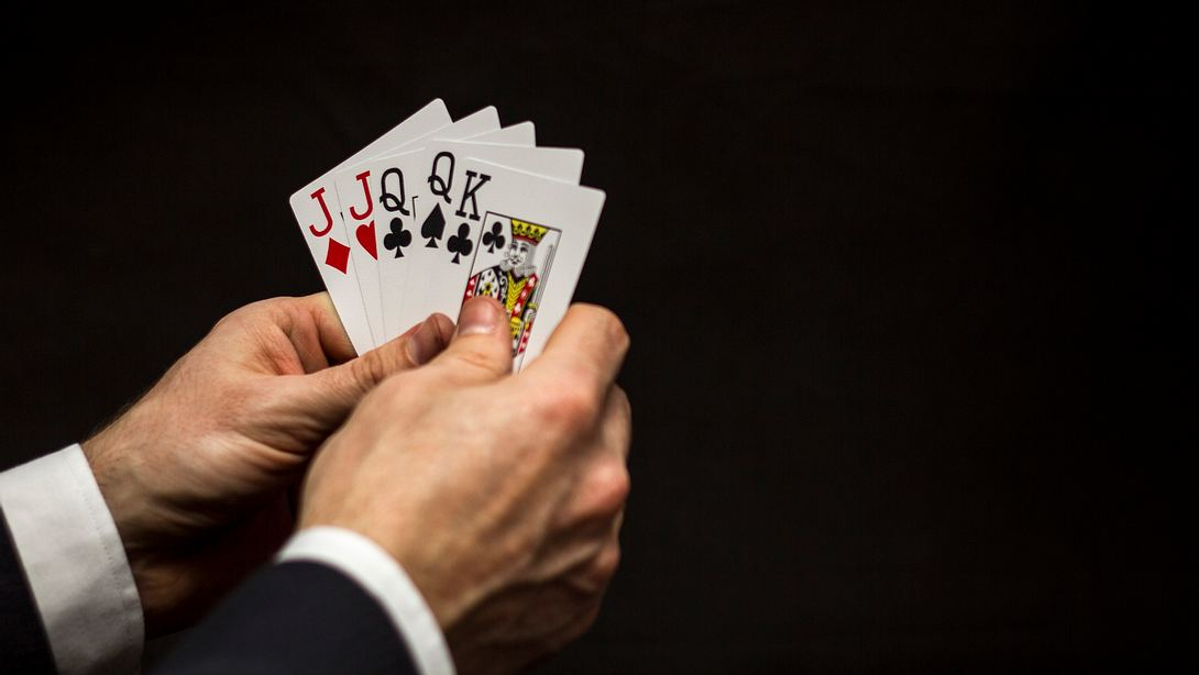 Kartenspiel  - Foto: iStock / Alexander_Fagaulin