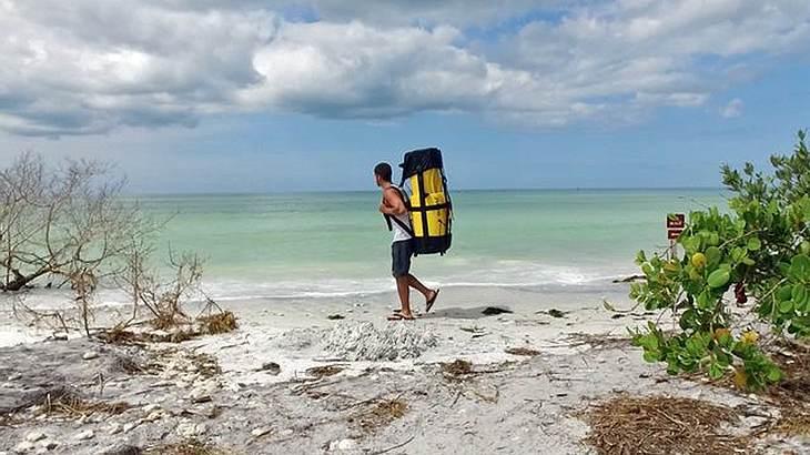 Die steckbaren Pakayaks sind Kayaks, die zu einem Rucksack umfunktioniert werden können