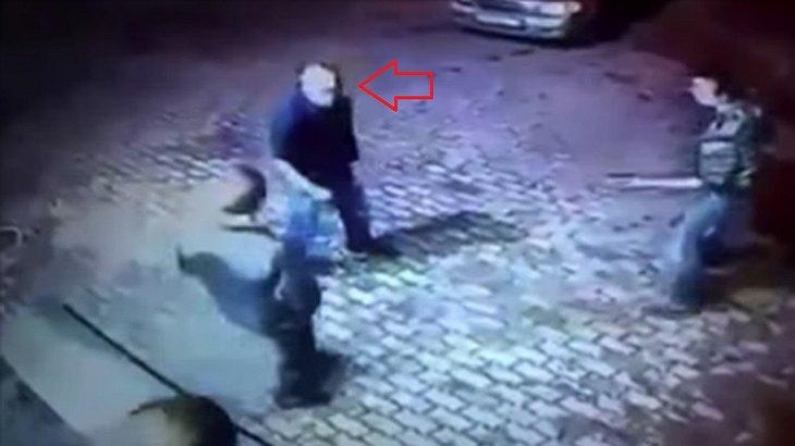 Opa des Zorns: Ein Senior verprügelt zwei Straßenräuber