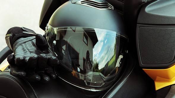 Klapphelm: Mit freier Sicht Motorrad fahren  - Foto: iStock / Astrid860