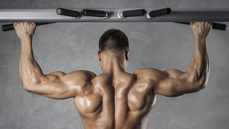 Klimmzüge sind eine der effektivsten Fitness-Übungen für schnellen Muskelaufbau