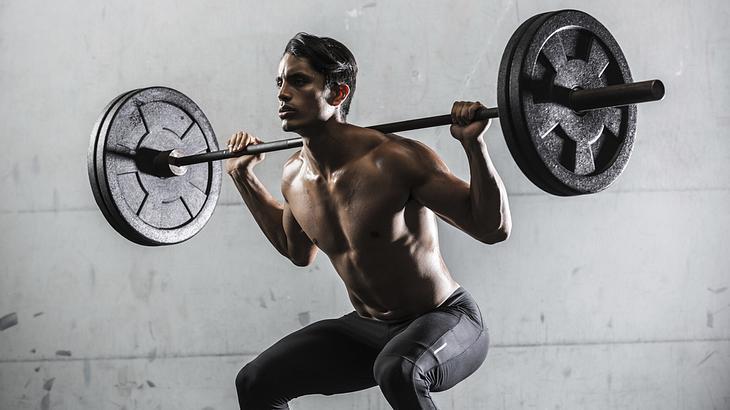 Kniebeugen ist eine der effektivsten Fitness-Übungen für schnellen Muskelaufbau