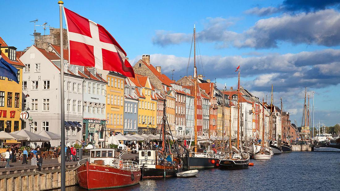 Kopenhagens Flair speist sich aus seiner Lage direkt am Wasser.