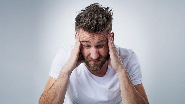Kopfschmerzen bekämpfen: 7 Hausmittel gegen Kopfschmerzen, die sofort helfen - Foto: iStock / PeopleImages