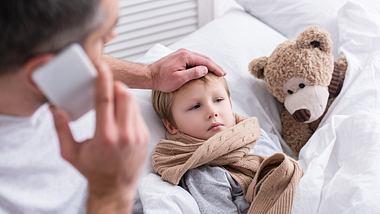 Kranke Kind im Bett - Foto: iStock / LightFieldStudios