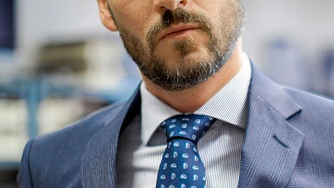 Doppelter Windsor: So gelingt der edle Krawattenknoten garantiert