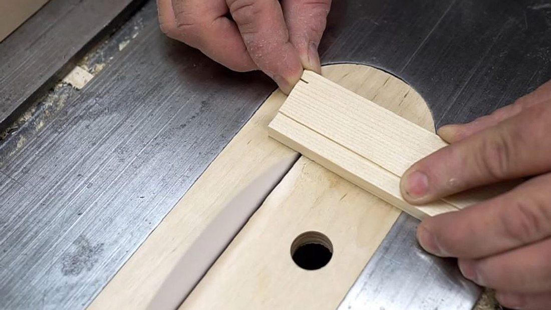 So funktionierst du ein Blatt Papier zu einer Kreissäge um