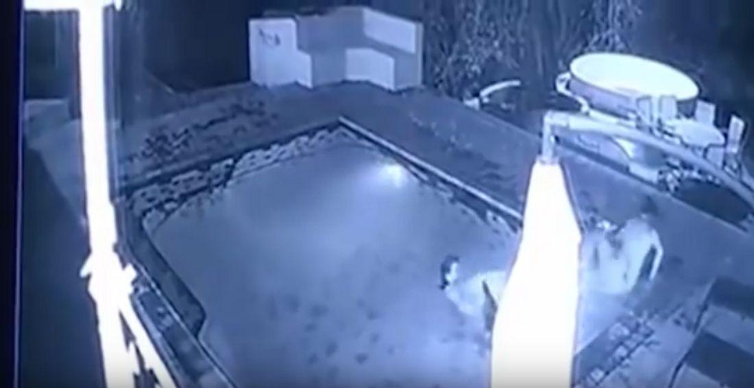 Zimbabwe: Eine Überwachungskamera filmt Krokodil-Angriff auf ein Pärchen im Swimming-Pool