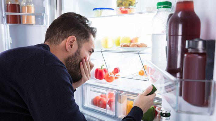 Hausmittel gegen einen stinkenden Kühlschrank - Foto: iStock / AndreyPopov